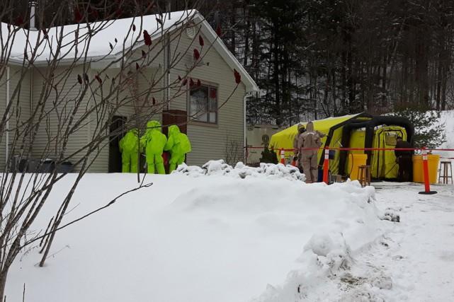La Sûreté du Québec (SQ) a démantelé vendredi un laboratoire d'encapsulage de... (PHOTO FOURNIE PAR LA SQ)