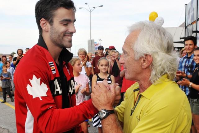 L'athlète olympique Antoine Bouchard avec Roger Tremblay, directeur... (Archibes Le Progrès-Dimanche, Rocket Lavoie)