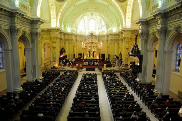 Même si les Québécois ont déserté les églises... (Photo Archives Le Quotidien)