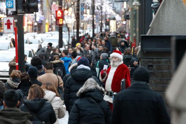 La rue Sainte-Catherine a été prise d'assaut, vendredi,... (Photo Martin Chamberland, La Presse)