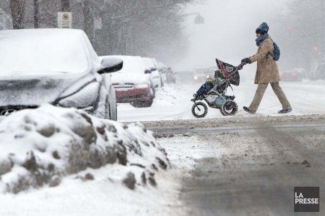 Les amoureux de la neige devront faire leur... (PHOTO ROBERT SKINNER, ARCHIVES LA PRESSE)