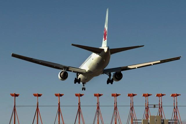 Ni Air Canada ni le gouvernement canadien n'ont... (Photo archives La Presse Canadienne)