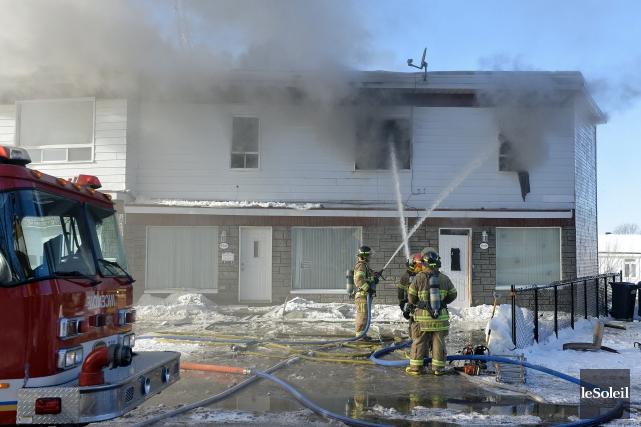 L'incendie s'est déclaré en fin d'avant-midi, dimanche, à... (Le Soleil, Pascal Ratthé)