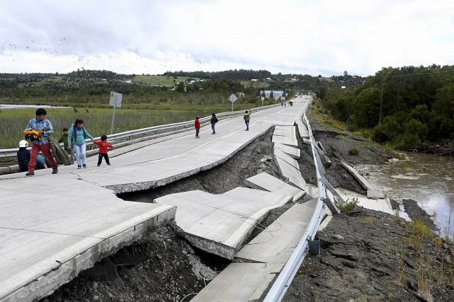 La route reliant l'île de Chiloé au continent... (AFP)