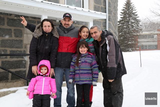 Soulagement pour une famille kurde réfugiée à l'église... (Julie Catudal, archives La Voix de l'Est)
