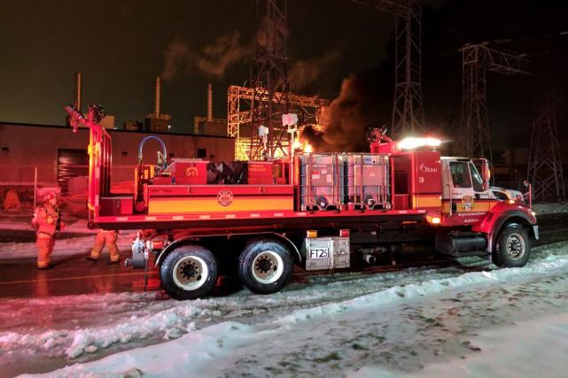 Les pompiers d'Ottawa ont été appelés à se... (Courtoisie Scott Stilborn (@OFSFirePhoto))