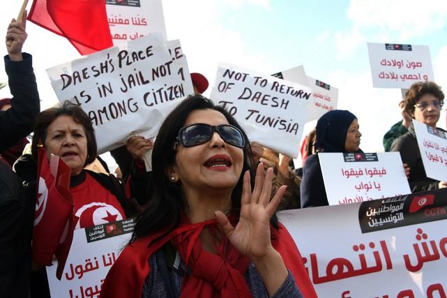 À l'appel d'un collectif citoyen, des centaines de... (FETHI BELAID, AFP)