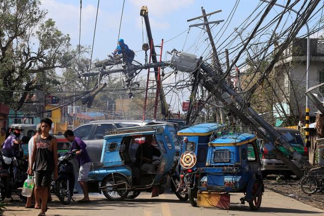 Plus de 429000personnes ont été évacuées de leurs... (Romeo Ranoco, REUTERS)