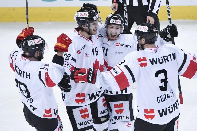 Andrew Ebbett a marqué tard en troisième période et le Canada a défait Davos... (PHOTO Gian Ehrenzeller, AP/Keystone)