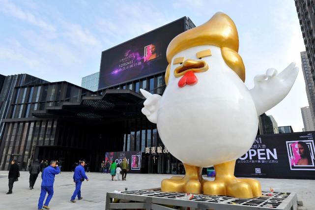 La sculpture à l'effigie de Donald Trump a... (Photo AFP)