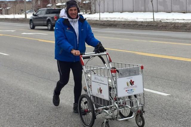 Joe Roberts s'est lancé ce défi pour sensibiliser... (Photo BarrieToday.com)