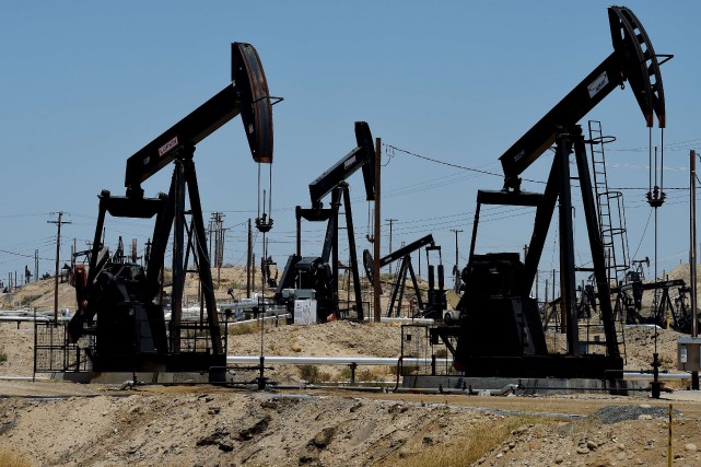 Les cours du pétrole ont terminé en légère hausse jeudi à New York, les forces... (PHOTO ARCHIVES AGENCE FRANCE-PRESSE)