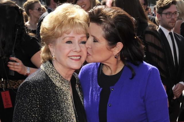 Debbie Reynolds (à gauche) s'est éteinte une journée... (PHOTO Chris Pizzello, ARCHIVES AP)