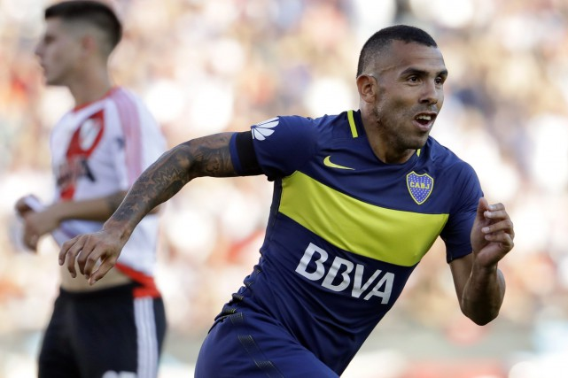 Carlos Tevez... (PHOTO Natacha Pisarenko, archives AP)