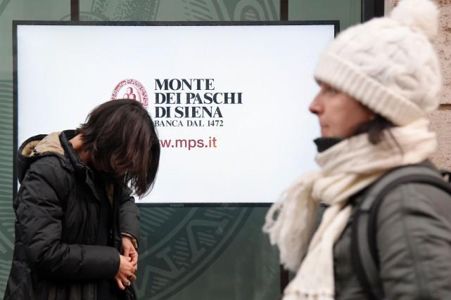 La banque d'Italie a publié jeudi un communiqué expliquant que le recours à un... (PHOTO Tiziana FABI, AFP)