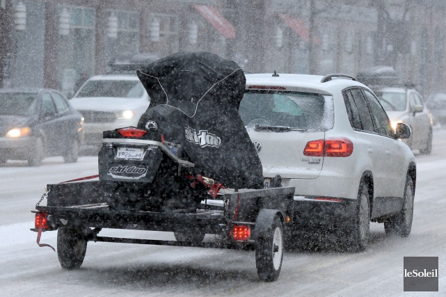 La neige tombait déjà abondamment sur Québec, jeudi... (Le Soleil, Erick Labbé)