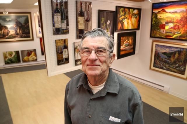 André Lefebvre à l'intérieur de sa petite galerie... (Janick Marois, La Voix de l'Est)
