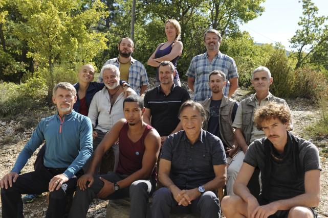 Émile Gaudreault avec l'équipe d'acteurs de Père-fils thérapie.... (Films Séville, Thierry Valletoux)