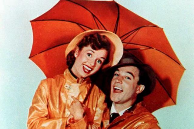 Debbie Reynolds et Gene Kelly dans Chantons sous... (Photo AFP)