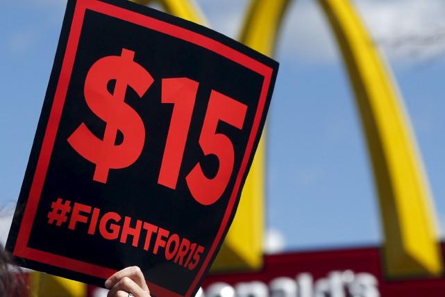 Des travailleurs et des militants estiment que les... (Archives AP, Mike Groll)