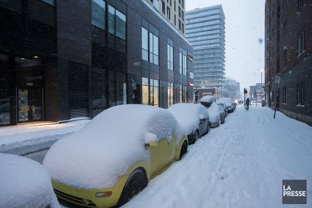 À Montréal, les précipitations étaient terminées jeudi en... (PHOTO OLIVIER PONTBRIAND, LA PRESSE)