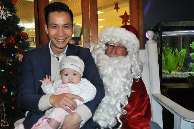 Long Quan, sa fille Lia, et le père... (C)