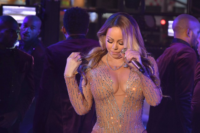 Pendant son passage sur scène, Mariah Carey a... (AFP, Angela Weiss)