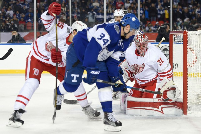 À son premier match extérieur, le hockeyeur originaire de l'Arizona, Auston... (Photo USA Today Sports)