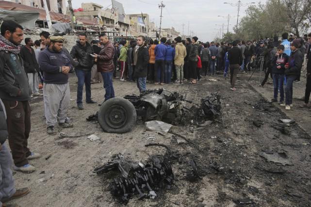 Un kamikaze a fait exploser une voiture piégée... (AP)