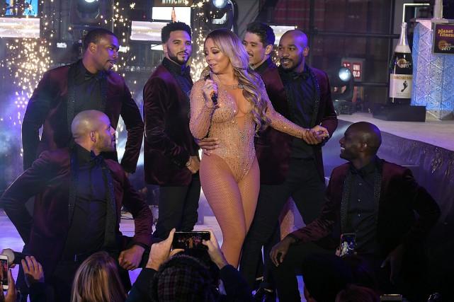 Mariah Carey, lors de sa performance ratée à... (ANGELA WEISS, archives AFP)