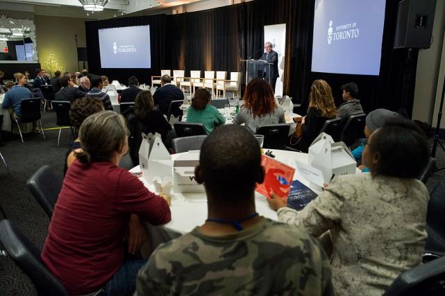 Des étudiants à Washington assistent à un événement... (Cliff Owen, PC)