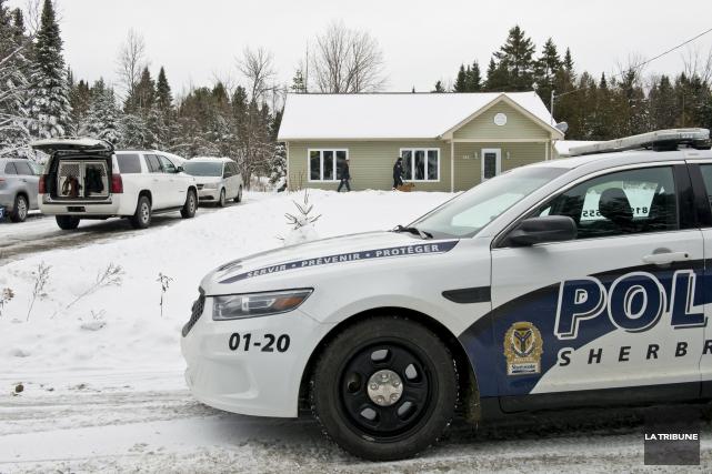 Les policiers avaient frappé au 145 rue Letendre... (Archives La Tribune, Jessica Garneau)