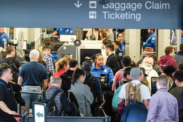 Des milliers de passagers se sont retrouvés coincés dans les aéroports... (Photo archives AFP)
