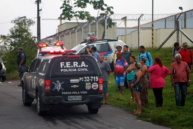 Les affrontements entre prisonniers de différents gangs ont... (Edmar Barros, Futura Press via AP)