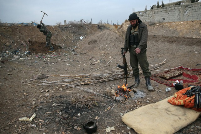 Sur notre photo, un rebelle du groupeJaich al-islam,... (PHOTO REUTERS)