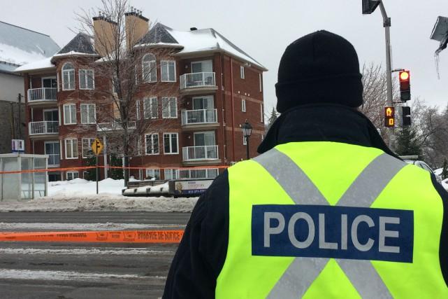 Les policiers ont érigé un périmètre de sécurité... (Etienne Ranger, LeDroit)