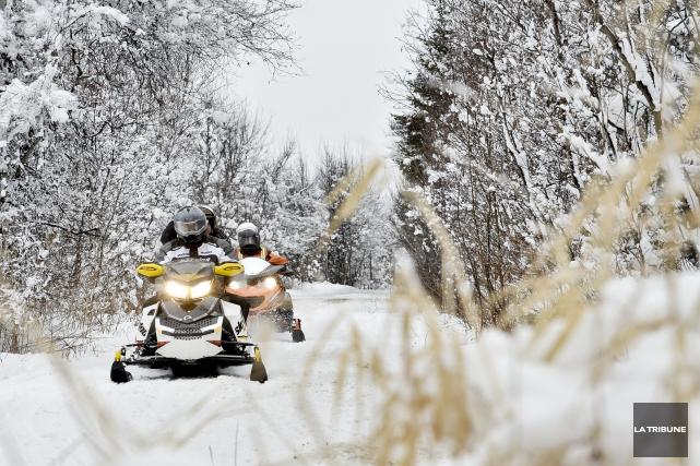 Plusieurs motoneigistes ont pu circuler sur les sentiers... (Archives La Tribune)