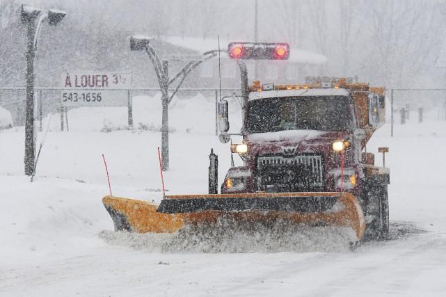 De 15 à 25 centimètres de neige sont attendus sur la région jusqu'à mercredi... (Archives Le Quotidien, Rocket Lavoie)