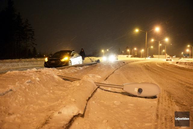 Le premier accident s'est produit sur le chemin... (Photo Le Quotidien, Jeannot Lévesque)
