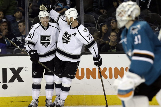 Tanner Pearson, Jeff Carter et Martin Jones.... (Photo Ben Margot, Associated Press)