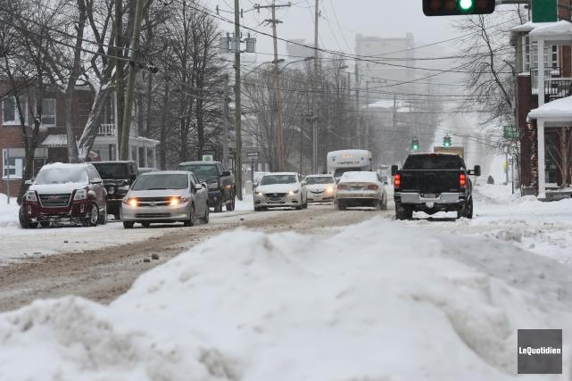 La circulation était difficile sur la rue Jacques-Cartier... (Photo Le Quotidien, Rocket Lavoie)