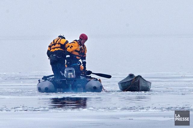 Le canot a chaviré sur le fleuve Saint-Laurent... (La Presse, Patrick Sanfaçon)