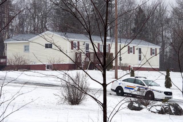 Les corps ont été trouvés dans cette maison... (La Presse canadienne, Andrew Vaughan)