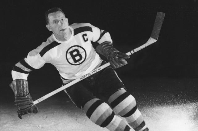 Milt Schmidt avec les Bruins en Boston en... (Photo archives AP)