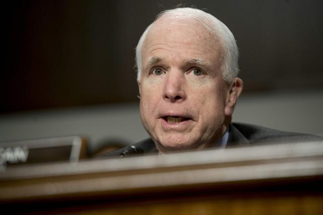Le sénateur républicain John McCainqualifie fréquemment le président... (Photo Saul Loeb, archives AFP)