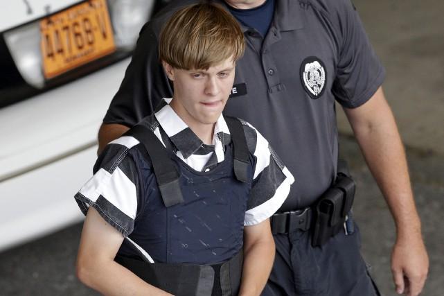 Dylann Roof à son arrivée au tribunal le... (Archives AP)