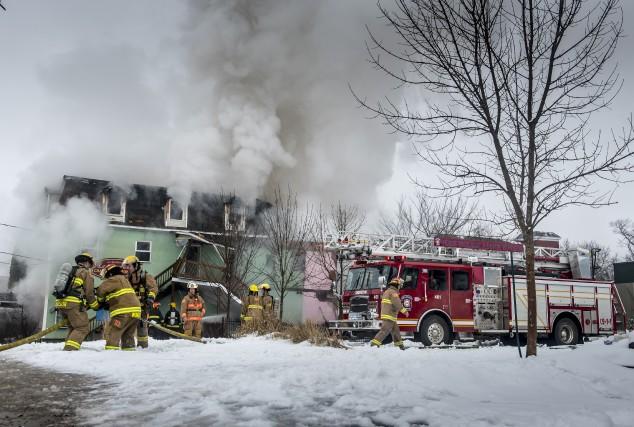 La résidence Le Riverain a brûlé pendant de... (Spectre Média, Jessica Garneau)