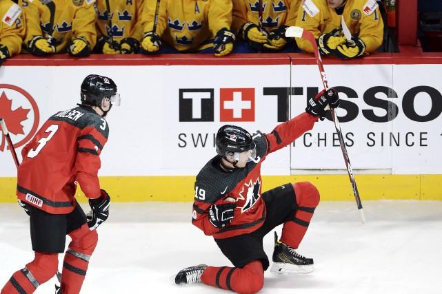 Dylan Strome célèbre son but contre la Suède... (La Presse canadienne, Ryan Remiorz)