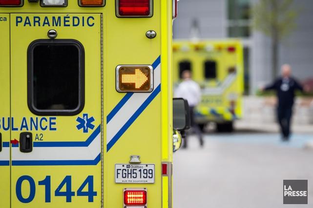 Alors que les ambulanciers paramédicaux syndiqués à la FTQ ont annoncé leur... (PHOTO ARCHIVES LA PRESSE)