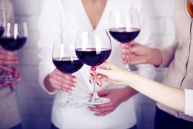 CHRONIQUE / Certains magasinent leur vin par cépage, pastille ou région.... (123RF)